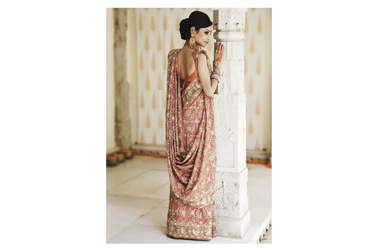 Stand Out Wearing Saree in Style !