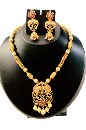 Designer Gold And Pearl Set