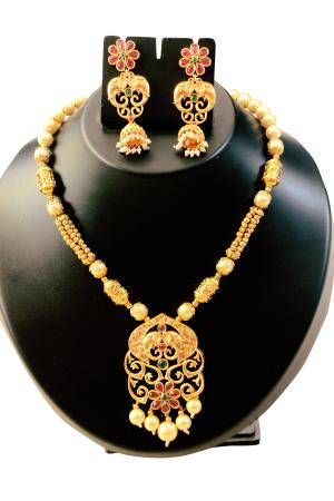 Designer Gold And Pearl Set