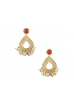Gold dangler earrings with pearls clustrer
